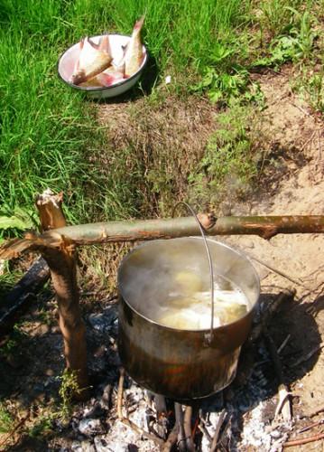 Полевая рыбацкая кухня.