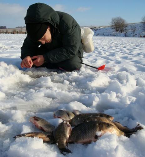 Ловля карасей зимой.