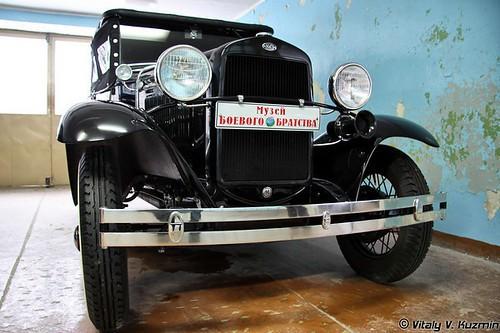 Военно-технический музей. Часть 3. Автомобили и другая техника (40 фото)