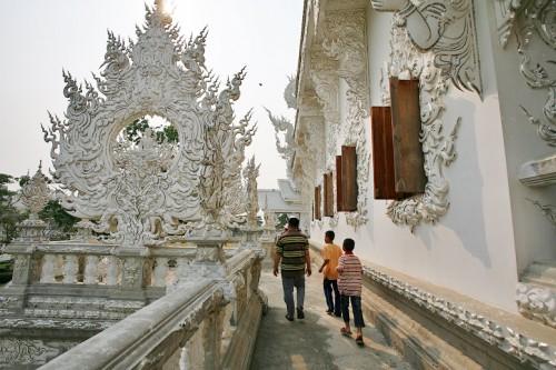 Белый храм Wat Rong Khun в Тайланде. Часть 1. (44 фото)
