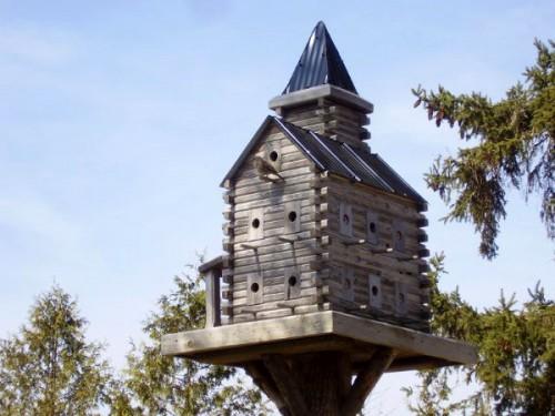 Скворечники в виде миниатюрных домов. Часть 3. (35 фото)