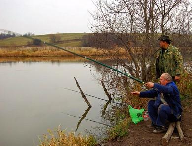 Осенняя глубинная ловля с поплавком.Часть 1. Особенности питания рыбы в холодной воде, характерные места рыбалки на разных по типу водоемах.