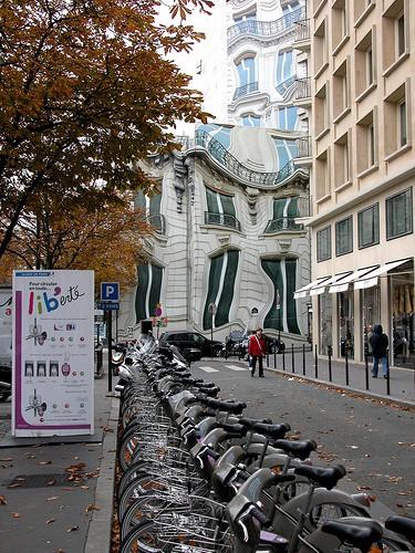 Тающий дом в Париже. (17 фото)