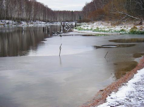 Поплавок накануне ледостава.