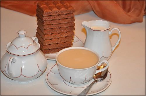 В морозную погоду ешьте шоколад и пейте чай с молоком.