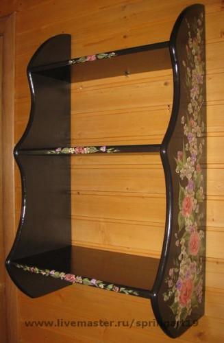 Шкаф с резным декором и росписью
