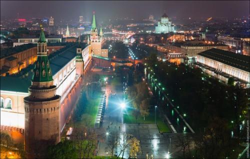 """Вид ночного центра с крыши гостиницы """"Москва"""". (12 фото)"""
