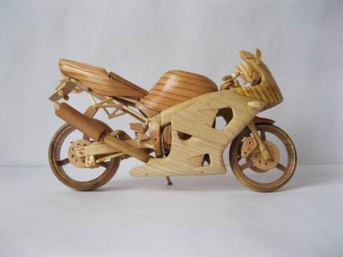 Миниатюрные деревянные мотоциклы Вячеслава Вороновича. (38 фото)