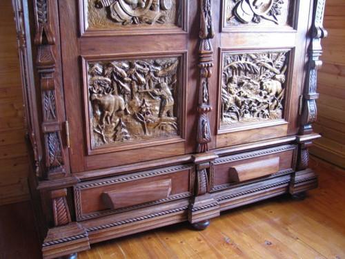 Работы мастера Александра Пентешина. Мебель и резные картины. Часть 3. (11 фото)