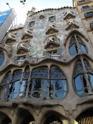 Дом Бальо (La Casa Batlló). Часть 2. (50 фото)