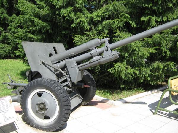 Военно - исторический музей бронетанкового вооружения и техники в Кубинке. Часть 1. (47 фото)