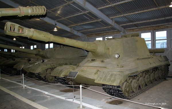 Военно - исторический музей бронетанкового вооружения и техники в Кубинке. Часть 2. Павильон №1. (продолжение). (34 фото)