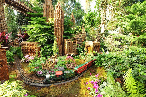 �������� �Holiday Train Show� (����������� �������� ������) � ������������ ...