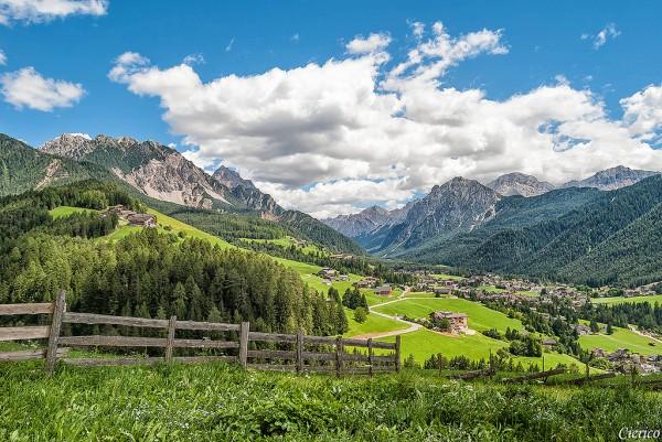 Сан-Виджилио-ди-Мареббе (San Vigilio di Marebbe) - очаровательная горная деревушка. (56 фото)