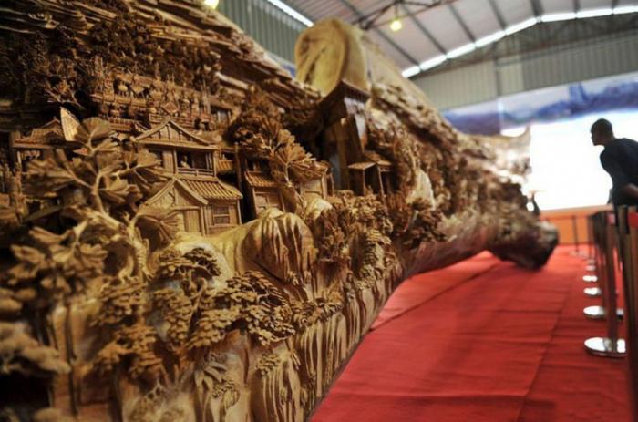 Самая длинная деревянная скульптура в мире.