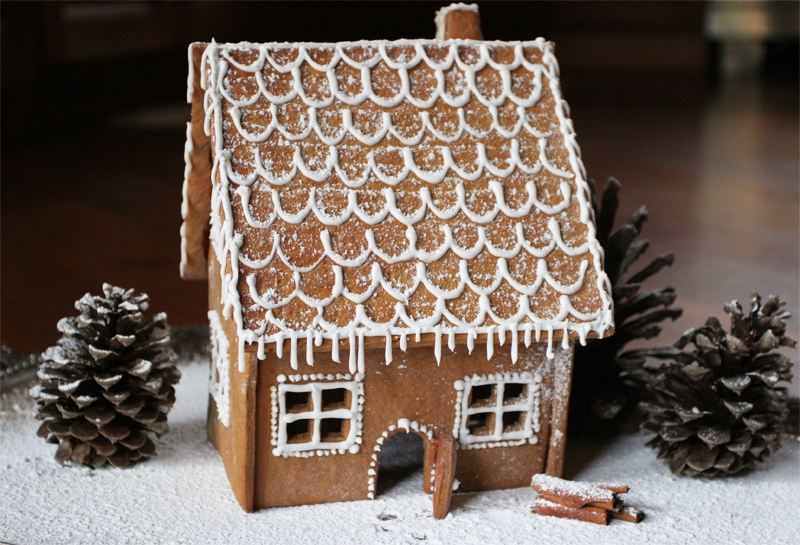 Пряничный домик из дерева своими руками 5