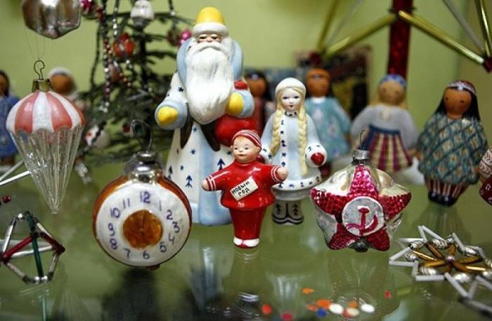 История елочных украшений в России.